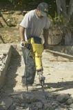 Latynoski męski łamanie beton Fotografia Royalty Free