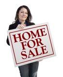 Latynoski pośrednika handlu nieruchomościami mienia dom Dla sprzedaży Real Estate znaka Zdjęcie Stock