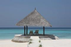 Laube auf Malediven-Strand Stockfotos