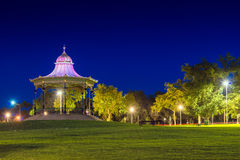 Laube im älteren Park von Adelaide-Stadt nachts Langes Belichtungs-EFF Lizenzfreie Stockfotografie