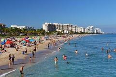 Lauderdale por la línea de la playa de la playa Fotografía de archivo