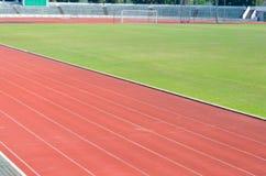 Laufbahn und Fußballplatz Lizenzfreies Stockfoto