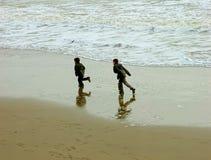 Laufen auf dem Strand Stockbild