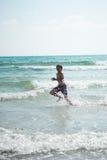 Laufen auf dem waves2 Stockfotografie