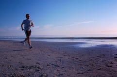 Laufen auf den Strand Stockfotos