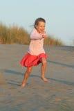 Laufen auf den Strand Stockfoto