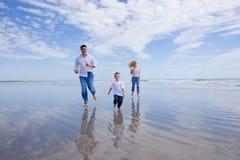 Laufen auf einen Strand lizenzfreies stockbild