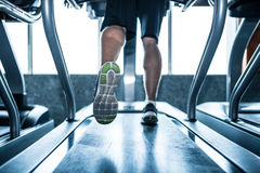 Laufen auf Tretmühle Stockbild