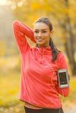 Laufen in den Herbstpark Lizenzfreie Stockfotografie