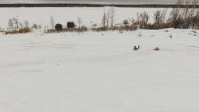 Laufen des Winters nicht für den Straßenverkehr stock footage