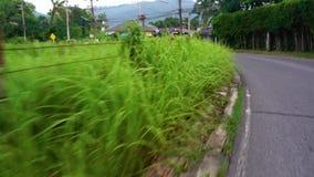 Laufen durch die thailändische Straße stock video footage