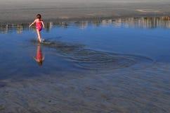 Laufen in Gezeiten-Pool Stockfoto