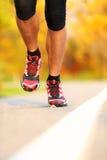 Laufen - männliche Seitentriebsnahaufnahme Stockbilder