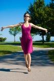 Laufen in Richtung zum Glück Stockbilder