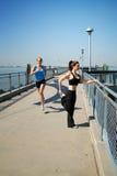 Laufen Sie auf Pier Lizenzfreie Stockfotos