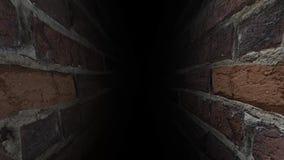 Laufen Sie durch den dunklen Korridor Es ` s dunkel und furchtsam 38 stock video footage