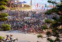 Laufen Sie Fahrräder am Ironman Triathlon Lizenzfreies Stockfoto