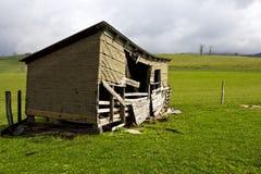 Laufen Sie hinunter landwirtschaftliches Gebäude stockfotografie