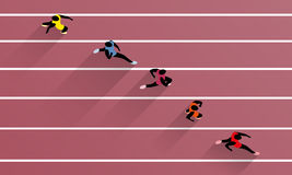 Laufen von Athleten auf athletischer Rennstrecke Stockfotos