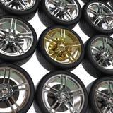 Laufen von Reifen mit Chrom- und Goldkanten lizenzfreie abbildung