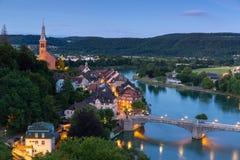 Laufenburg i Baden Wuerttemberg på Rhinet River, Tyskland arkivbild