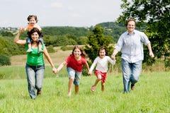 Laufende Familie Stockfotografie