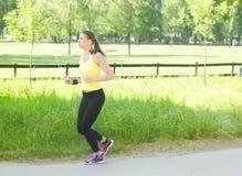 Laufende Frau lizenzfreies stockbild