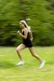 Laufende Frau im Schwarzen Lizenzfreies Stockbild