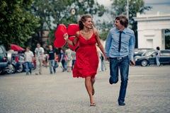 Laufende Jugendpaare stockbilder