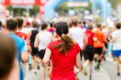 Laufende Menge am Marathon lizenzfreies stockbild