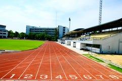 Laufende Spur im Stadion Lizenzfreie Stockfotos