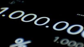 Laufende Zahlen auf dem Taschenrechner 1 Million erscheint auf der Anzeigetafel stock footage