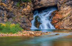 Laufender Eagle Falls Glacier National Park lizenzfreies stockfoto