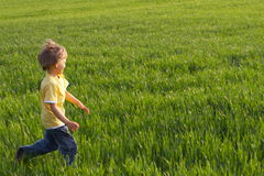 Laufender Junge Stockbild