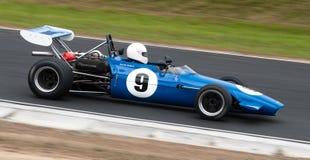 Laufendes Auto der Chevron-Formel 1 mit Drehzahl Lizenzfreie Stockfotos