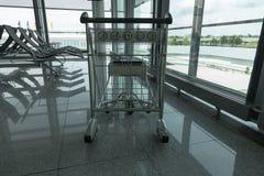 Laufkatze im Flughafen Lizenzfreies Stockfoto