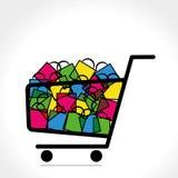 Laufkatze mit voll der Einkaufstasche Lizenzfreies Stockfoto