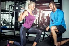 Laufleinenübung mit persönlichem Trainer Lizenzfreies Stockbild