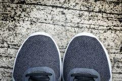 Laufschuhe auf einem Boden Stockbilder