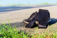 Laufschuhe mit Ärmelkompresse lizenzfreie stockfotos