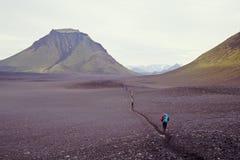 Laugavegur que va de excursión el viaje, Islandia Imagenes de archivo