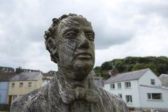 Laugharne, Pa?s de Gales, Reino Unido, julio de 2014, una opini?n Dylan Thomas tall? la estatua fotos de archivo libres de regalías