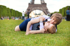 Laughing couple lying on the lawn in Paris Royalty Free Stock Images