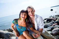 Laughing couple near of blue sea Royalty Free Stock Photography