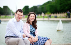 Laughing couple sitting by the water Royalty Free Stock Photos