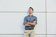 Laughing young business man standing with arms crossed Royalty Free Stock Photos