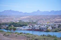 Laughlin Nevada gesehen von der Arizona-Seite Lizenzfreies Stockfoto