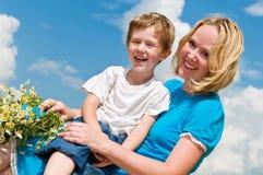 Lauging Mutter und Sohn Stockfotografie