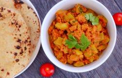 Lauki indien et chapati de plat principal photographie stock