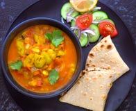 Lauki indien et chapati de plat principal images libres de droits